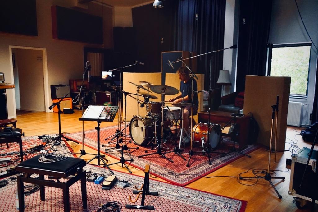 Schlagzeuger in Studio