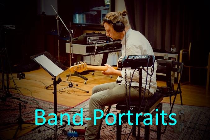 Bassist im Tonstudio mit Titel Band-Portraits